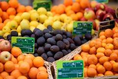 Φρέσκα βιο φρούτα στην αγορά αγροτών στο Στρασβούργο, Γαλλία Στοκ Φωτογραφία
