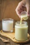 Φρέσκα γάλα και γιαούρτι σόγιας Στοκ φωτογραφία με δικαίωμα ελεύθερης χρήσης
