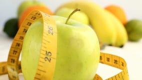 Φρέσκα εσπεριδοειδή Βιντεοσκοπημένες εικόνες περιστροφής της έννοιας της υγιεινών κατανάλωσης και της διατροφής Ένα περιστρεφόμεν απόθεμα βίντεο