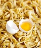 Φρέσκα ζυμαρικά αυγών Στοκ Φωτογραφίες