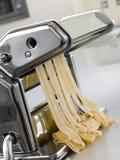 φρέσκα ζυμαρικά μηχανών αυ&gam Στοκ Εικόνες
