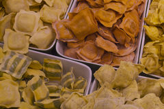 Φρέσκα ζυμαρικά στην αγορά νησιών Vancouvers Grandville Στοκ φωτογραφία με δικαίωμα ελεύθερης χρήσης