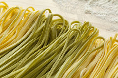 Φρέσκα ζυμαρικά Tagliolini bicolore Στοκ φωτογραφίες με δικαίωμα ελεύθερης χρήσης