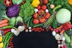 Φρέσκα ζωηρόχρωμα λαχανικά με το μαύρο διάστημα κειμένων Στοκ Φωτογραφία
