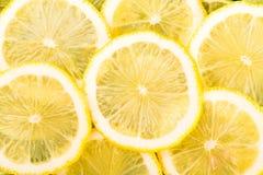 Φρέσκα κίτρινα λεμόνια που απομονώνονται στο άσπρο υπόβαθρο Στοκ Εικόνα