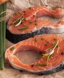 Φρέσκα κομμάτια των κόκκινων ψαριών Μπριζόλα σολομών Στοκ φωτογραφίες με δικαίωμα ελεύθερης χρήσης