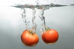 Φρέσκα κολυμπώντας φρούτα και λαχανικά Στοκ εικόνες με δικαίωμα ελεύθερης χρήσης