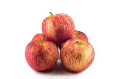 Φρέσκα κόκκινα μήλα που απομονώνονται Στοκ φωτογραφία με δικαίωμα ελεύθερης χρήσης