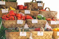 Φρέσκα λαχανικά από greengrocer στοκ εικόνες