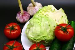 Φρέσκα λαχανικά και φυσικός σε ένα μαύρο υπόβαθρο στοκ εικόνες