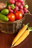 φρέσκα λαχανικά καλαθιών Στοκ φωτογραφία με δικαίωμα ελεύθερης χρήσης
