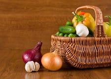 φρέσκα λαχανικά καλαθιών Στοκ Φωτογραφία