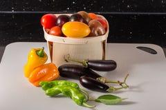Φρέσκα λαχανικά κατ' ευθείαν από τον εγχώριο κήπο Στοκ εικόνες με δικαίωμα ελεύθερης χρήσης