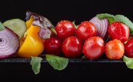 Φρέσκα λαχανικά με το σπανάκι και το arugula Στοκ εικόνες με δικαίωμα ελεύθερης χρήσης