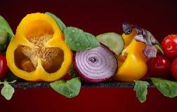 Φρέσκα λαχανικά με το σπανάκι και το arugula Στοκ εικόνα με δικαίωμα ελεύθερης χρήσης