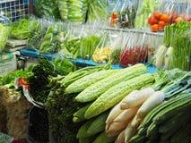 Φρέσκα λαχανικά στις πλαστικές συσκευασίες για τη φρεσκάδα και καθαρός Και φανείτε εύγευστος στοκ εικόνες με δικαίωμα ελεύθερης χρήσης