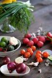 Φρέσκα λαχανικά στον αγροτικό ξύλινο πίνακα Στοκ φωτογραφίες με δικαίωμα ελεύθερης χρήσης