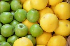 Φρέσκα μήλο και λεμόνι στοκ εικόνες με δικαίωμα ελεύθερης χρήσης