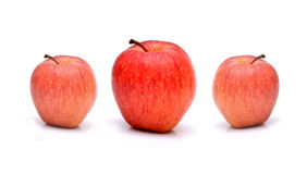 Φρέσκα μήλα που απομονώνονται στο άσπρο υπόβαθρο στοκ φωτογραφίες