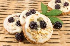 Φρέσκα μπισκότα βατόμουρων Στοκ εικόνα με δικαίωμα ελεύθερης χρήσης