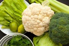 Φρέσκα οργανικά ανάμεικτα πράσινα λαχανικά Στοκ εικόνες με δικαίωμα ελεύθερης χρήσης