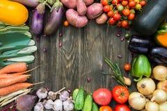 Φρέσκα οργανικά λαχανικά Έννοια συγκομιδών φθινοπώρου Πατάτες, toma στοκ εικόνα