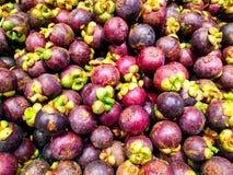 Φρέσκα οργανικά mangosteen ταϊλανδικά φρούτα στην αγορά Ταϊλάνδη Στοκ εικόνα με δικαίωμα ελεύθερης χρήσης