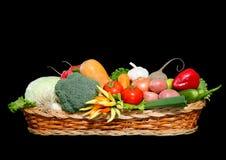 φρέσκα πλήρη λαχανικά καλαθιών Στοκ Εικόνα