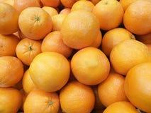 Φρέσκα πορτοκάλια για τη χρήση ως υπόβαθρο Στοκ Φωτογραφία