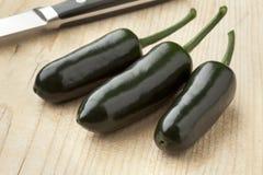 φρέσκα πράσινα πιπέρια jalapeno τσίλι Στοκ Εικόνες