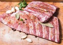 Φρέσκα πλευρά potk που μαρινάρονται για BBQ Στοκ Φωτογραφία