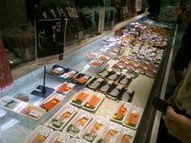 Φρέσκα σούσια στο λιανικό πακέτο Στοκ εικόνα με δικαίωμα ελεύθερης χρήσης