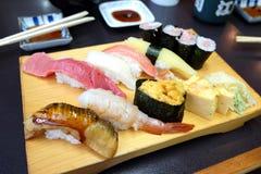 Φρέσκα σούσια ψαριών της Ιαπωνίας Στοκ φωτογραφία με δικαίωμα ελεύθερης χρήσης