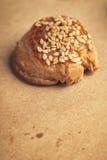 Φρέσκα σπιτικά αλμυρά scones με το τυρί και το σουσάμι Στοκ Εικόνες