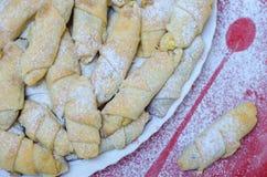 Φρέσκα σπιτικά bagels με τα κεράσια, άποψη από Στοκ φωτογραφία με δικαίωμα ελεύθερης χρήσης