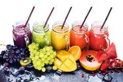 Φρέσκα τροπικά φρούτα καταφερτζήδων χυμού χρώματος που απομονώνονται Στοκ φωτογραφίες με δικαίωμα ελεύθερης χρήσης