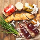 Φρέσκα τρόφιμα στον ξύλινο πίνακα Στοκ Φωτογραφία