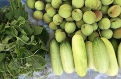 Φρέσκα φρούτα και λαχανικά για την πώληση στο Ανόι, Βιετνάμ Στοκ Εικόνα