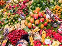 Φρέσκα φρούτα και λαχανικά στην αγορά Στοκ Εικόνες