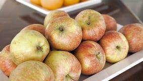 Φρέσκα φρούτα μήλων στο πρόγευμα Στοκ φωτογραφίες με δικαίωμα ελεύθερης χρήσης