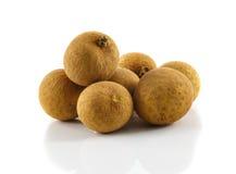 Φρέσκα φρούτα Longans που απομονώνονται στο λευκό στοκ εικόνα