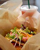 Φρέσκα χορτοφάγα tacos για το μεσημεριανό γεύμα στοκ φωτογραφίες με δικαίωμα ελεύθερης χρήσης