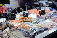 Φρέσκα ψάρια στην προθήκη στοκ εικόνα με δικαίωμα ελεύθερης χρήσης