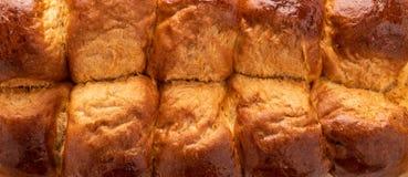 Φρέσκα ψημένα νόστιμα γλυκά brioches, κουλούρια, φραντζόλες, γαλλικό ψωμί που απομονώνεται στο άσπρο υπόβαθρο στοκ εικόνα με δικαίωμα ελεύθερης χρήσης