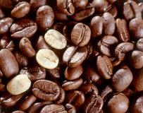 Φρέσκα ψημένα φασόλια καφέ Στοκ εικόνα με δικαίωμα ελεύθερης χρήσης