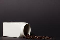 Φρέσκα ψημένα φασόλια καφέ Στοκ εικόνες με δικαίωμα ελεύθερης χρήσης