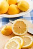 φρέσκα juicy λεμόνια Στοκ Φωτογραφίες