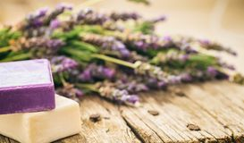 Φρέσκα lavender και lavender σαπούνια Στοκ εικόνες με δικαίωμα ελεύθερης χρήσης