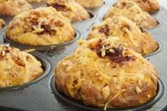 Φρέσκα muffins πιτσών Στοκ Φωτογραφία