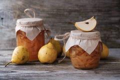 Φρέσκες αχλάδια και μαρμελάδα αχλαδιών Στοκ εικόνες με δικαίωμα ελεύθερης χρήσης